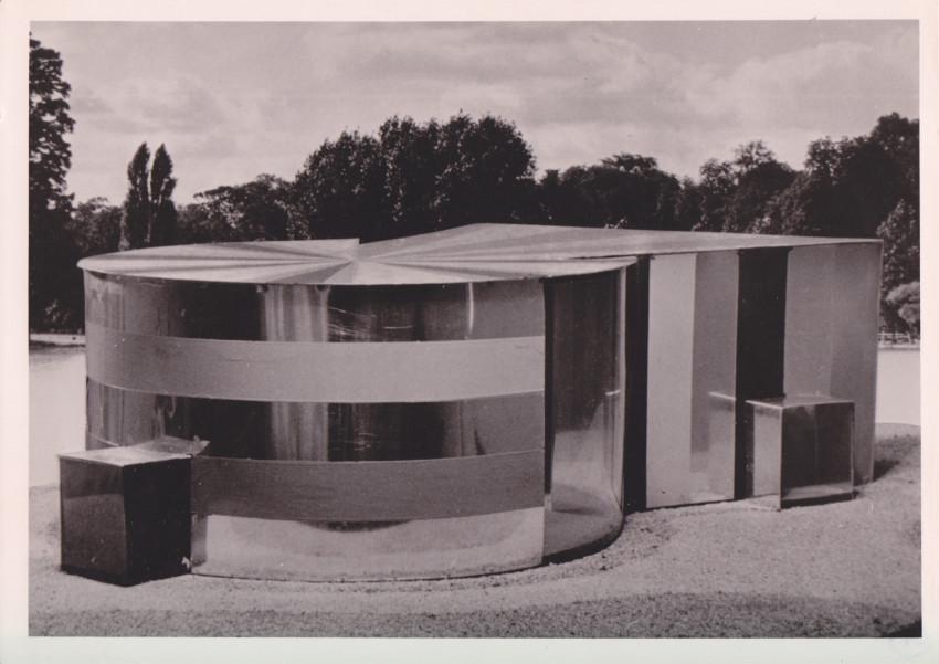 Study model of La Maison Spatiodynamique à Cloisons Invisibles, 1956. Photograph by Raoul Foulon. Courtesy of Eléonore de Lavandeyra-Schöffer.